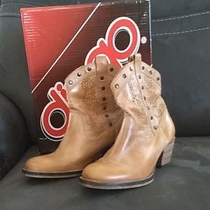 Dingo ankle boots size 6m
